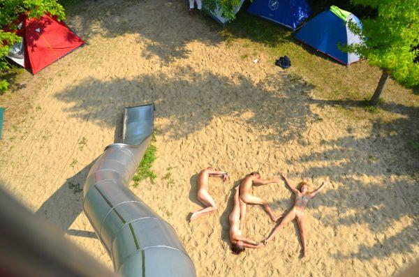 """Nackte bilden das Wort """"Sex"""" am Strand"""