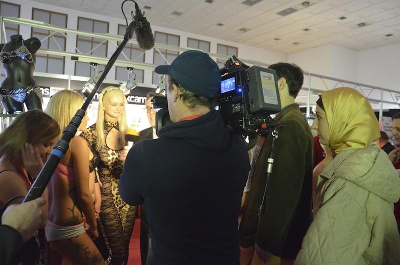 Interview Venus Reporterin mit Kopftuch